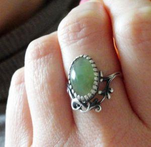 Кольца ручной работы Серебряное кольцо с натуральным нефритом