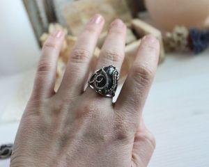 Кольца ручной работы Кольцо с фиолетовым лабрадоритом