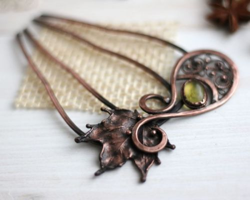 Гребень с кленовим листом и янтарем
