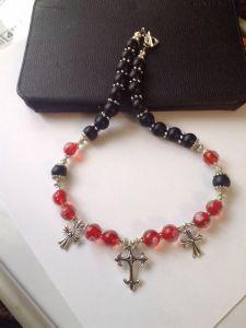 Ожерелье с бусами лэмпворк и крестиками