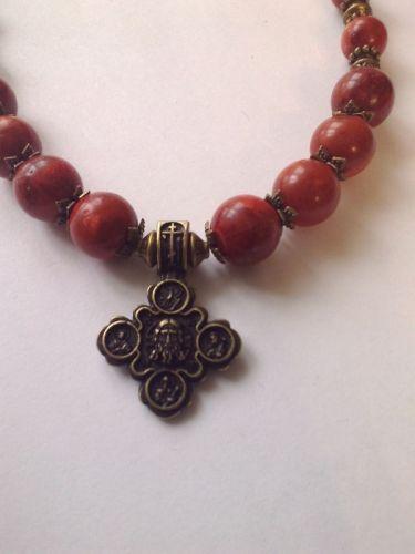 Ожерелье из губчатого коралла и крестом Спас