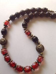 Ожерелье с бусами лэмпворк