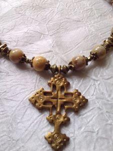 Ожерелье из коралла Ожерелье из ископаемого коралла