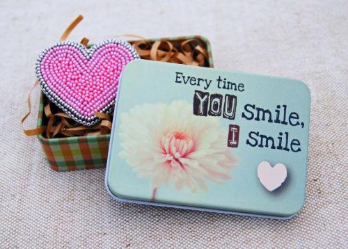 "Брошь ""you smile, I smile"""