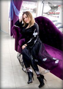 Юбки с вышивкой Юбка из черной евросетки с вышитыми шелклвыми перьями