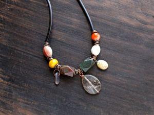 Олейник Наталья Асимметричное ожерелье бохо  с повесками натуральным камнем