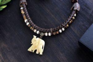 Олейник Наталья Бусы с слоном из кожи и кости