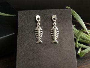 Сережки ручної роботи Срібні сережки цвяшки зі скелетиками рибок