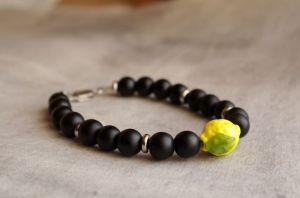 Браслеты ручной работы Браслет черный из камня шунгита с желтым лимоном лемпворк