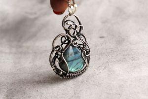 Украшение на шею Голубой кулон из серебра и лабрадорита