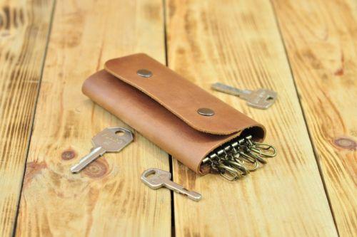 Кожаная ключница для 6 ключей коричневого цвета