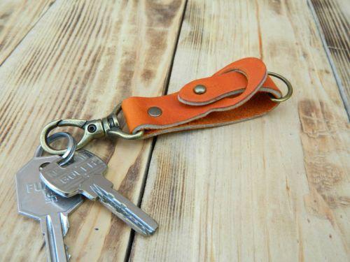 Брелок для ключей рыжего цвета