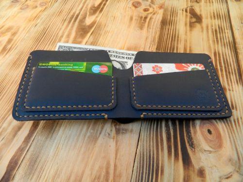 Мужской кожаный кошелек бумажник