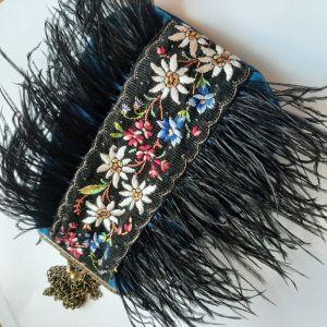 Женские клатчи ручной работы Бархатная сумочка с перьями