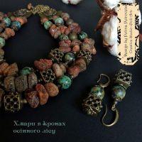 """Комплект ожерелье, браслет и серьги из янтаря и африканской бирюзы """"Облака в кроне осеннего леса"""""""