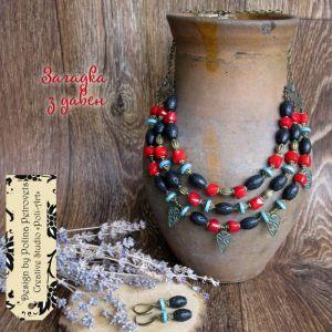 """Ожерелье из говлита Бусы и серьги с кораллом, лавой и ховлитом """"Загадка с давен"""""""