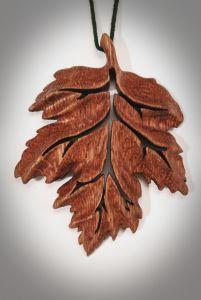 """Кулон из дерева """"Листочек любимый"""", кулон ручной работы"""