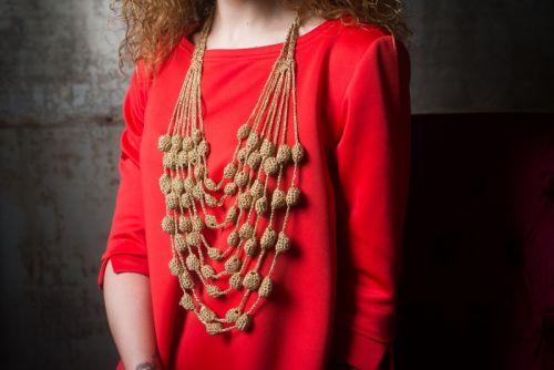 Плетеные ожерелья из люрекса