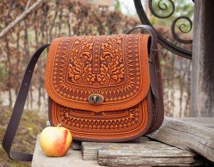 Сумки ручной работы Большая кожаная сумка рыжая с тиснением орнаментом этно бохо стиль