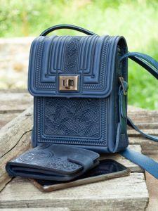 Женские сумки ручной работы Маленькая кожаная сумочка через плечо темно-синяя прямоугольная с тиснением