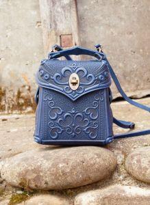 Рогозян-Ухман Людмила Сумочка-рюкзак кожаная женская синяя с орнаментом