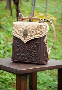 Сумки ручной работы Сумочка-рюкзак кожаная женская оливково-рыжая с орнаментом