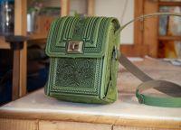 Маленькая сумочка через плечо рыжая летняя с орнаментом тиснение
