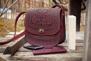 Сумки ручной работы Большая кожаная сумка бордово-коричневая с тиснением орнаментом этно бохо стиль