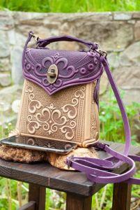 Рюкзак ручной работы Сумочка-рюкзак кожаная женская бежево-фиолетовая с тиснением
