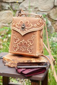 Повседневные женские сумки Сумочка-рюкзак кожаная женская темно-бежевая с тиснением