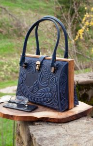Вечерние женские сумки Авторский кожаный саквояж темно-синий