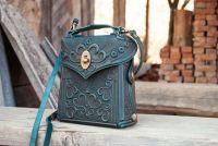 Маленькая кожаная сумка рюкзак с орнаментом тиснением