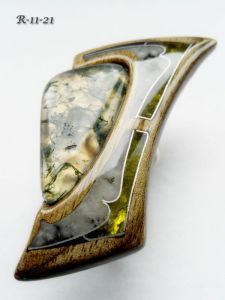 Кольца ручной работы Перстень из древесины грецкого ореха с моховым агатом