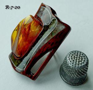 Кольца ручной работы Перстень из американского ореха с янтарем