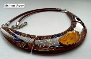 Ожерелья и колье ручной работы Колье из американского ореха-гривна