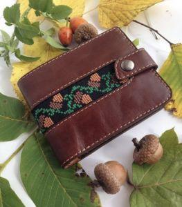Аксессуары ручной работы Мужской кожаный портмоне с вышивкой