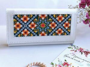Аксессуары ручной работы Белый кожаный кошелёк с орнаментом
