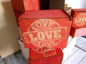 Вироби з дерева ручної роботи Коробки для привітання коханих