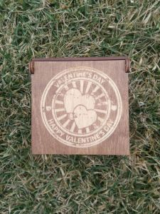 Вироби з дерева ручної роботи Подарункова коробка для привітання з Днем Валентина.