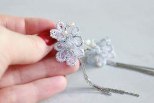 Швайковська Оксана Довгі квіткові вишиті сережки з мережива, бісеру та перлів
