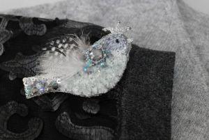 """Швайковська Оксана Пташка вишита сіра пухнаста з пір'ям """"Королева осені"""""""