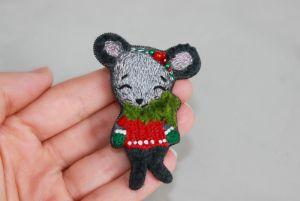 Швайковська Оксана Брошка вишита мишка символ Нового року 2020
