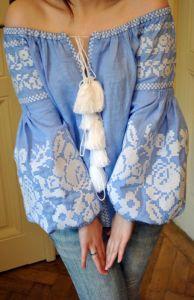 Женская вышитая рубашка на натуральном льне и с вышитыми цветами