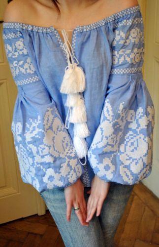 Женская вышитая рубашка на натуральном льне и с вышитыми цветами - изображение 1