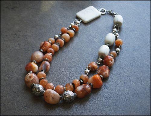 Ожерелье из агата и кахолонга