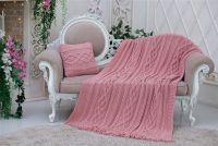 Комплект: М'який і ніжний в'язаний плед кольору рожевої пудри з бахромою + в'язана подушка 40х40 см