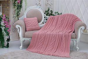 В'язані пледи ручної роботи Комплект: М'який і ніжний в'язаний плед кольору рожевої пудри з бахромою + в'язана подушка 40х40 см