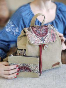Рюкзаки ручної роботи Рюкзак середній пісок з декором червоний туніс