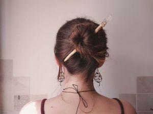 Заколки для волосся Дерев`яна шпилька з кварцом