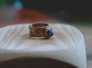 Кольца ручной работы Колечко с голубым содалитом